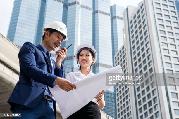 communication of engineer and secretary in construction site