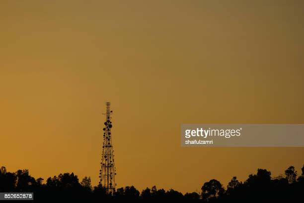 communication repeater or  antenna tower in ampang hills of kuala lumpur - shaifulzamri 個照片及圖片檔