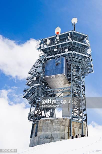 communications tower - crmacedonio photos et images de collection
