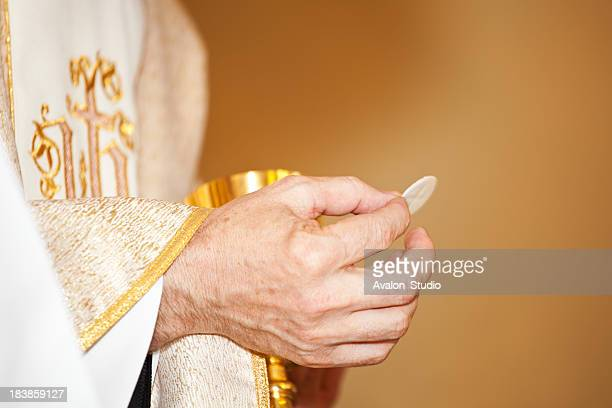 Communion et clergyman