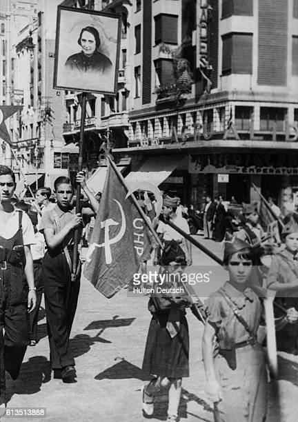 Communist demonstration to boost recruitment for the goverment forces in the Spanish Civil War Madrid Spain October 1936 | Location Madrid Spain
