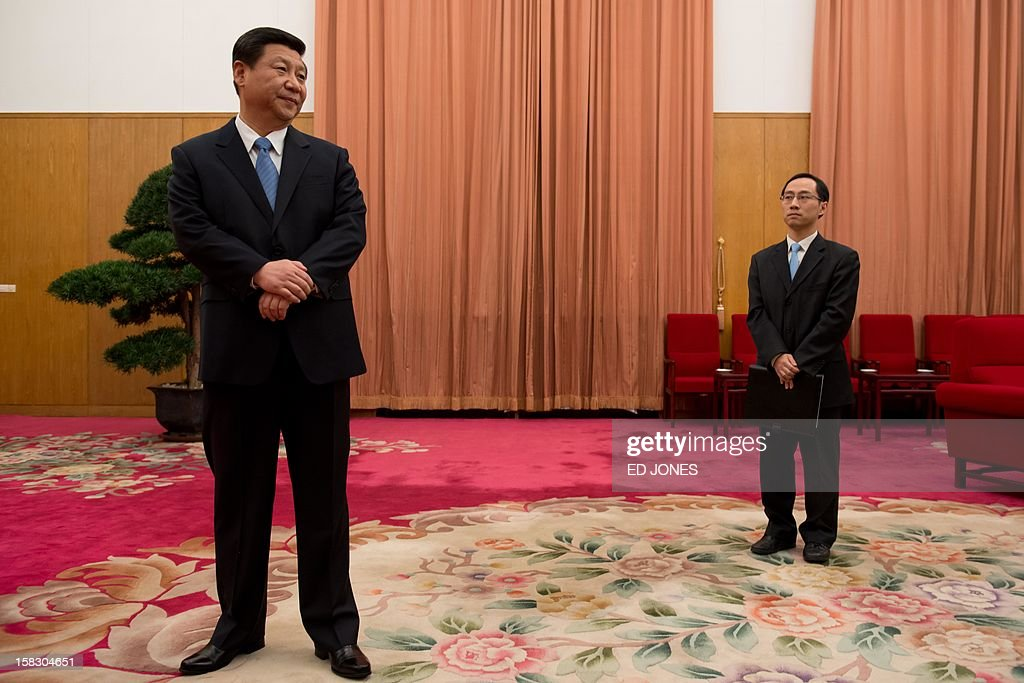 Communist Party leader Xi Jinping (L) waits to greet former US president Jimmy Carter in room 202 of the Zhongnanhai leadership compound in Beijing on December 13, 2012