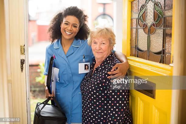 Communauté soin Infirmier avec patient senior