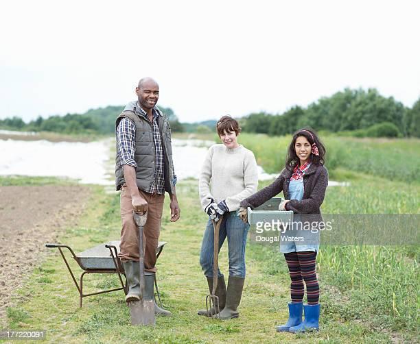 community farmers on small holding. - bottes noires photos et images de collection