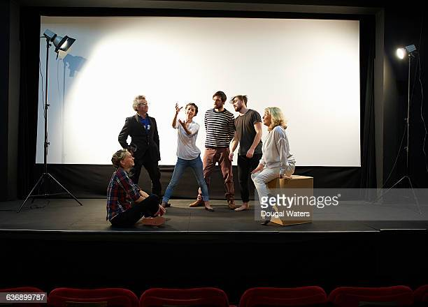 community theatre group on stage. - actor stockfoto's en -beelden