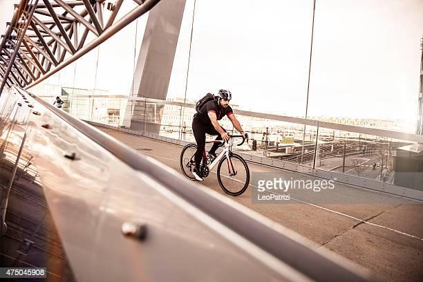 通勤自転車高速で朝の作業