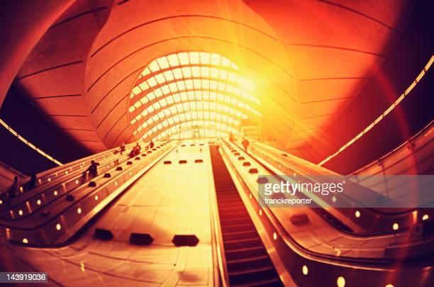 Pendolare di andare a lavorare presso la Stazione di Canary Wharf, a Londra