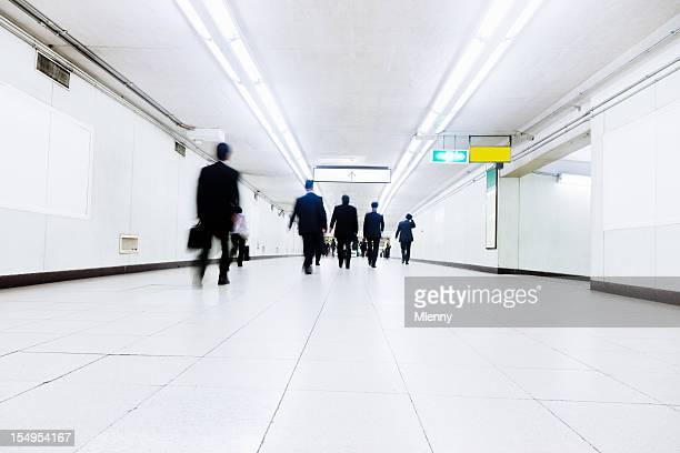 通勤路線の地下鉄 - 地下鉄駅 ストックフォトと画像