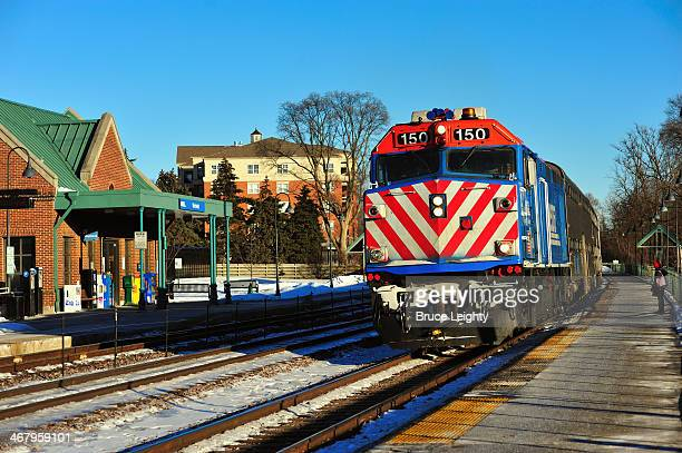 commuter train - metra train stock photos and pictures