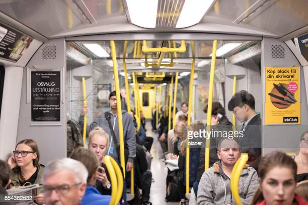 commuter trein - binnenin stockfoto's en -beelden