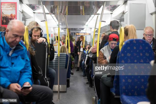 commuter trein metro - binnenin stockfoto's en -beelden