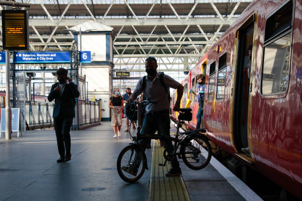 GBR: City Commuters Back As U.K. Government Drops Work From Home Guidance