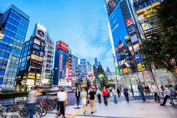 夕暮れの通勤者、新宿、東京,日本