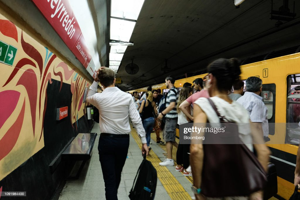 Argentina's Hot Summer Of Packed Subways, More Theft And Floods : News Photo