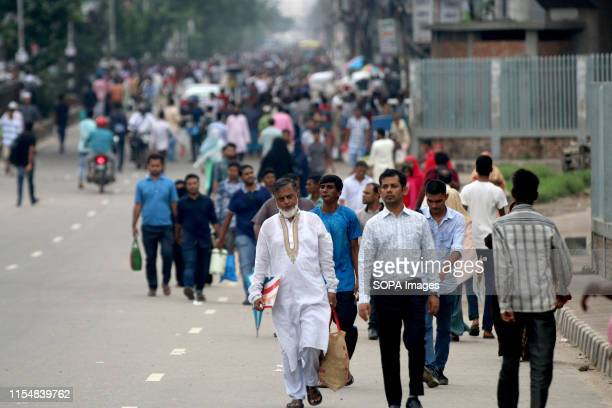 Commuters in Dhaka suffer as rickshawpullers block streets during the protest A large number of rickshawpullers and owners blocked Dhaka roads for...