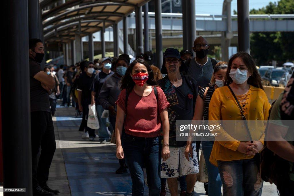 MEXICO-US-HEALTH-VIRUS-BORDER : News Photo