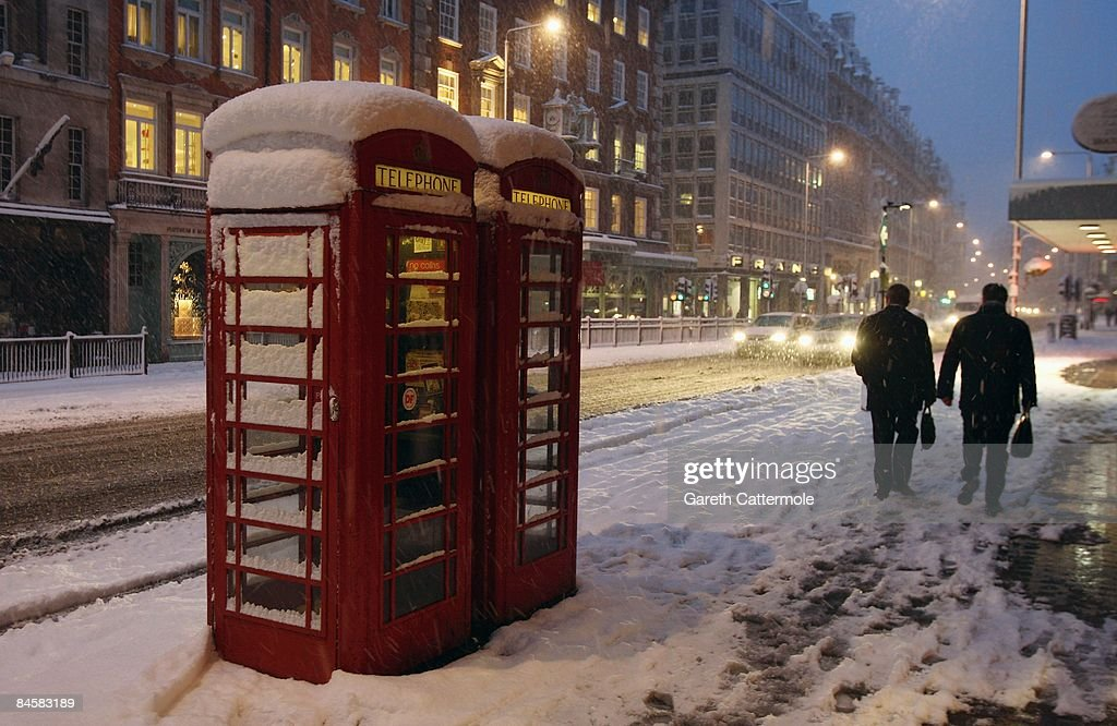 Heavy Snow Falls Across United Kingdom : Nachrichtenfoto