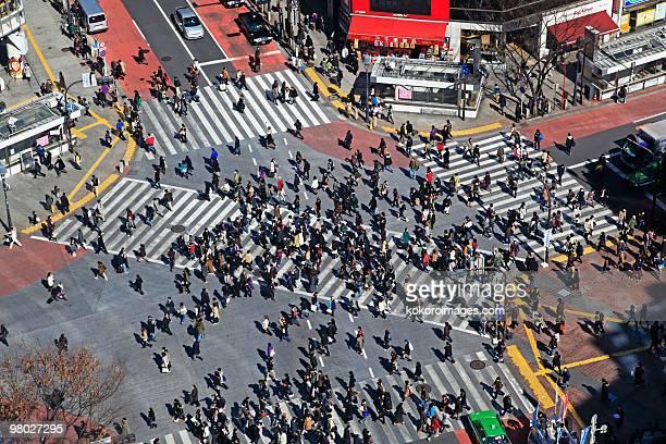 commuters on shibuya crossing - shibuya ward stock pictures, royalty-free photos & images