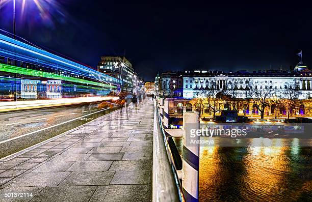 commuters on waterloo bridge in the evening - anatoleya stock pictures, royalty-free photos & images