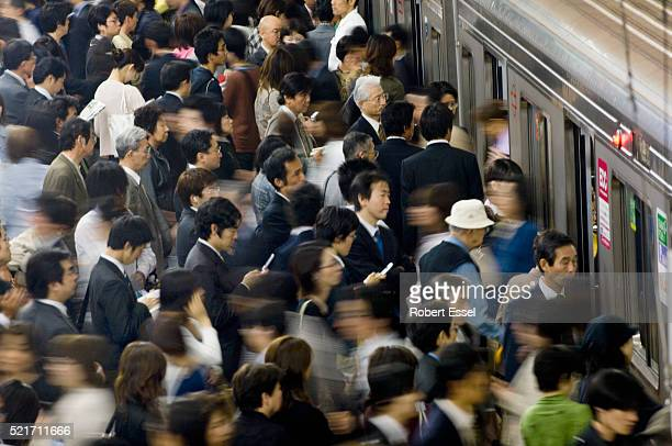 commuters rushing onto train at umeda subway station in osaka - japan commuters ストックフォトと画像