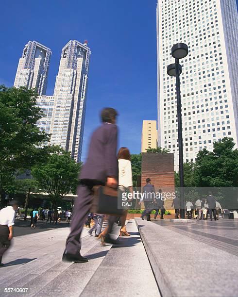 commuting business people - nishi shinjuku stock-fotos und bilder