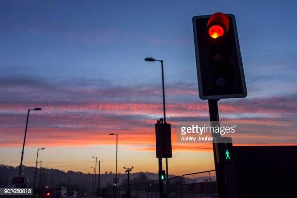 commuting - red light stock pictures, royalty-free photos & images