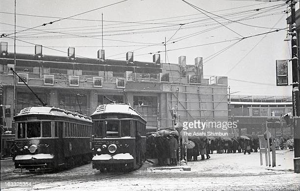 Commutors queue for a tram in the snow at Shibuya Station on Deceomber 17 1947 in Tokyo Japan A large scale redevelopment around Shibuya station is...