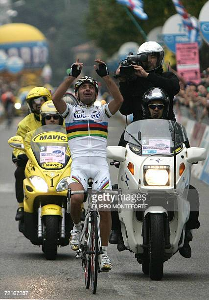 Olympic and World cycling Champion Italy's Paolo Bettini jubilates as he wins the Tour of Lombardy cycling race in Como 14 October 2006 AFP PHOTO /...