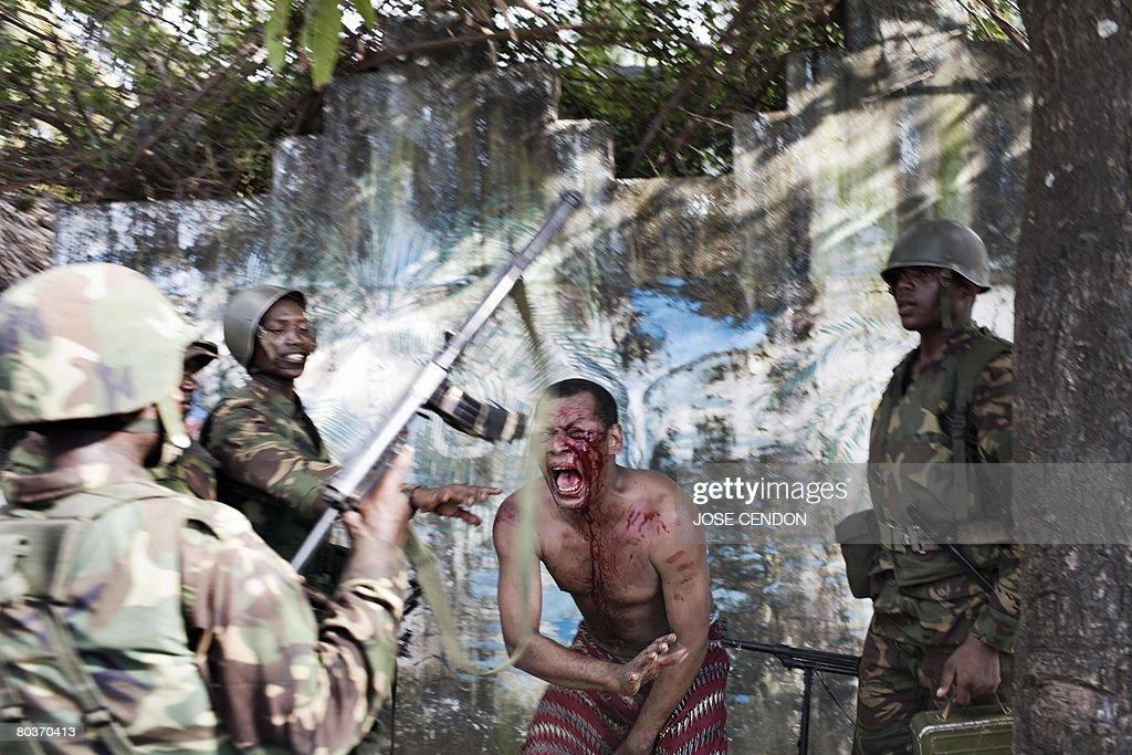 Comoran and Tanzanian African Union sold : News Photo