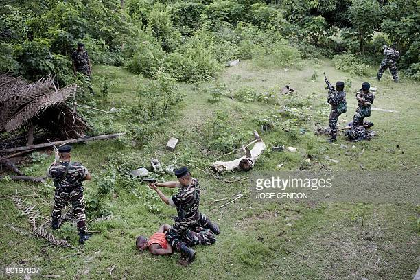 Comoran troops take part in military training exercises on 11 March 2008 in Fomboni to prepare for the recapture the nearby rebel island of Anjouan...
