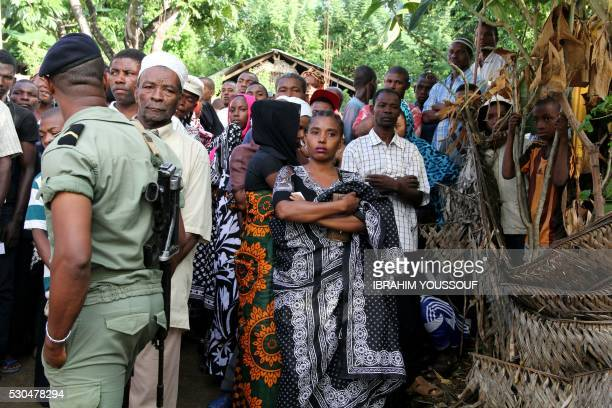 Comorians from Numakele' region queue to cast their ballot in a re run of the presidential elections on May 11 2016 in Mramani on Anjouan Island...