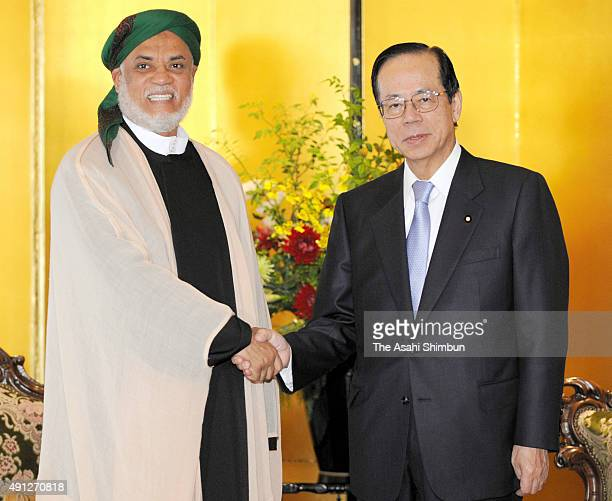 Comoros President Ahmed Abdallah Mohamed Sambi and Japanese Prime Minister Yasuo Fukuda shake hands during their meeting on the sidelines of the...