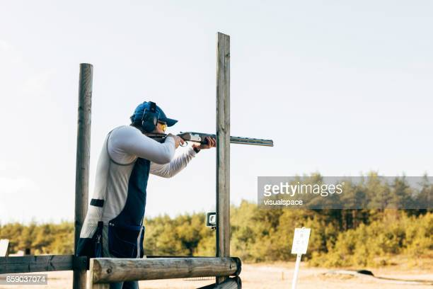 compak shooting - trap shooting stock pictures, royalty-free photos & images