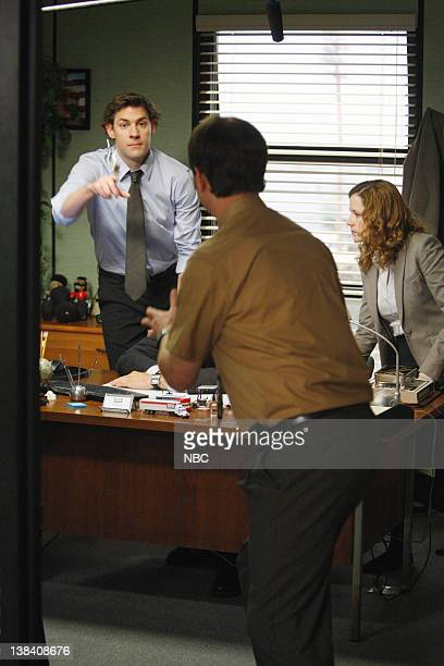 THE OFFICE Company Picnic Episode 26 Pictured John Krasinski as Jim Halpert Rainn Wilson as Dwight Schrute Jenna Fischer as Pam Beesly