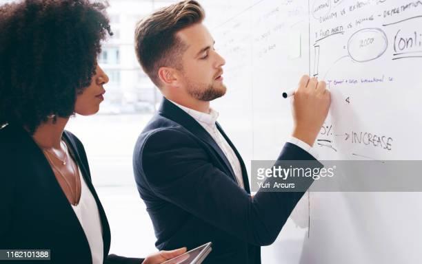 会社の成功には巧みな戦略が必要 - セールストーク ストックフォトと画像