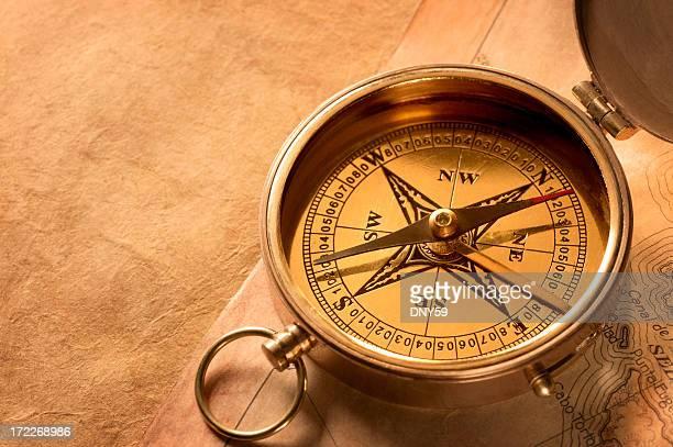 Compass sitzt auf alten Karte