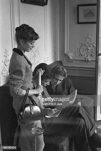 Competition Of The Tragedy And Comedy Conservatory In Paris 1953 Paris les coulisse du concours du conservatoire de tragédie et de comédie Dans les...