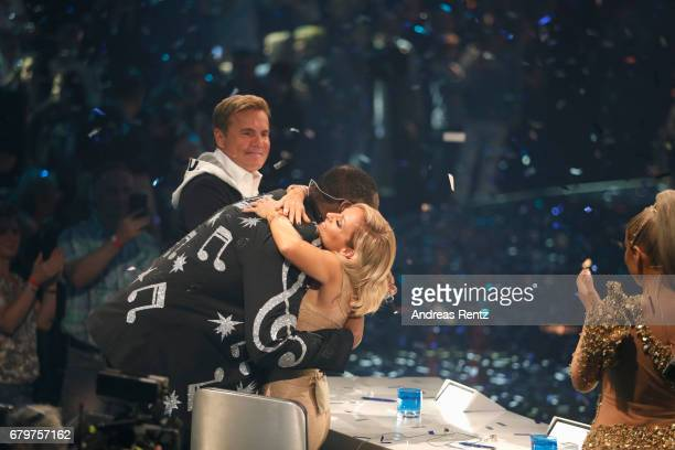 Competition winner 'Superstar 2017' Dieter Bohlen watches as 'Superstar 2017' Alphonso Williams thanks jury member Michelle during the finals of the...