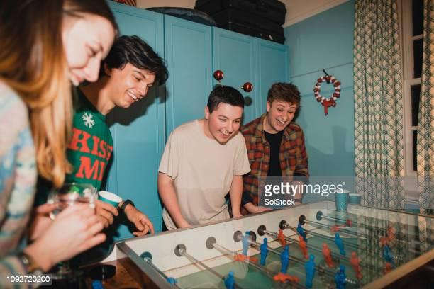 競争力のあるクリスマス フーズボール ゲーム - vintage stock ストックフォトと画像
