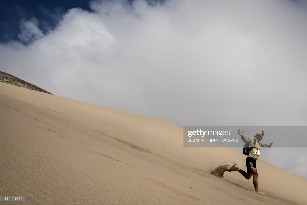 TOPSHOT - A competitor takes part in the fourth stage of the first edition of the Marathon des Sables Peru between Ocucaje and Barlovento (68,4 km) on December 1, 2017, in the Ica Desert in Peru. The 250km-race is divided into six stages through the Ica Desert at a free pace and in self-sufficiency conditions from November 28 to December 4, 2017. /