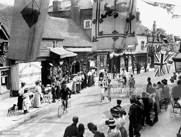 Competitors in the 1908 London Olympic's Marathon leaving Windsor on route to London July 1908
