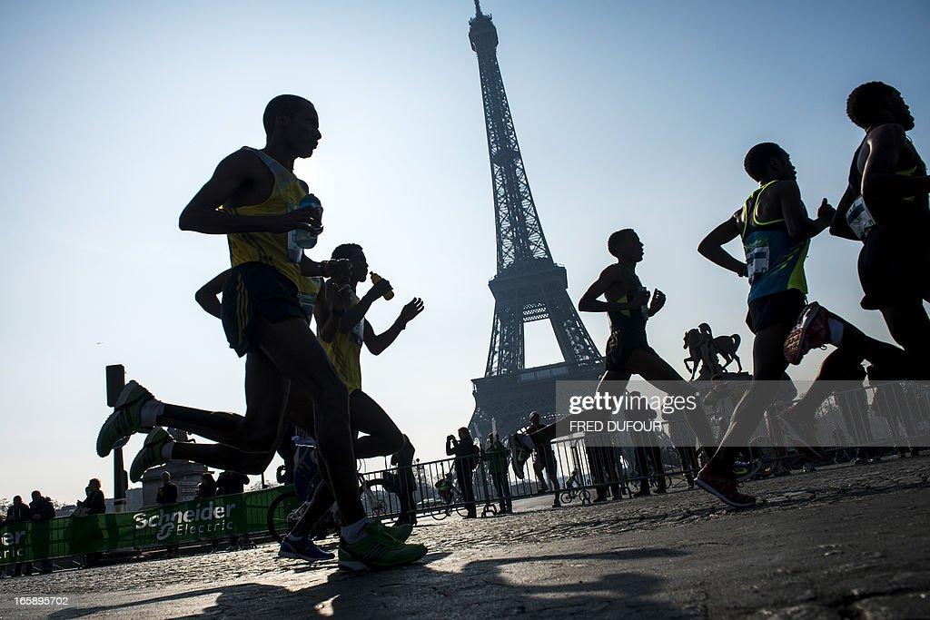 ATHLETICS-FRA-MARATHON-PARIS : News Photo