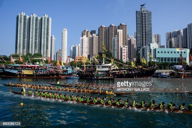 Competitors take part in the annual dragon boat race held to celebrate the Tuen Ng festival in Hong Kong on May 30 2017 / AFP PHOTO / Anthony WALLACE