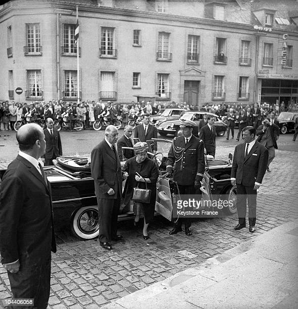 Compiegne, France. General DE GAULLE helping his wife Mrs Yvonne DE GAULLE to get out of the car.