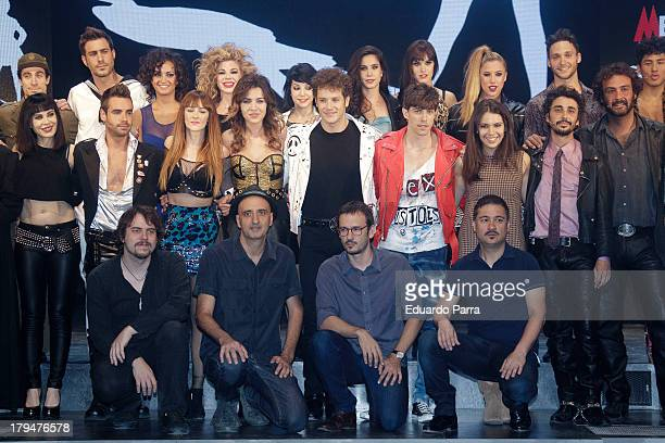 Complete cast pose during rehearsals for the press during the presentation of the musical 'Hoy no me puedo levantar' at Coliseum theatre on September...