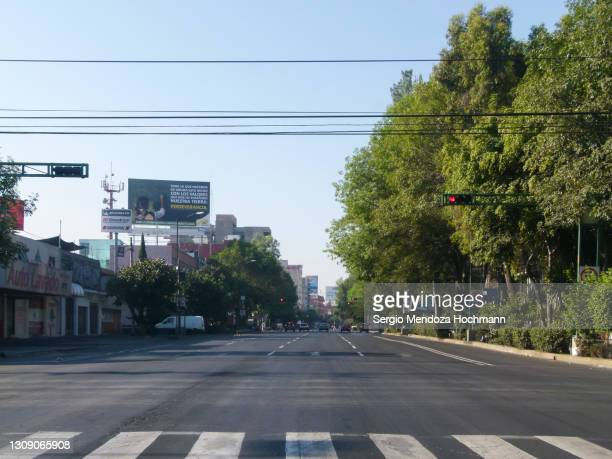 a completely empty wide avenue in downtown mexico city, mexico in the year 2010 - 2010 stock pictures, royalty-free photos & images