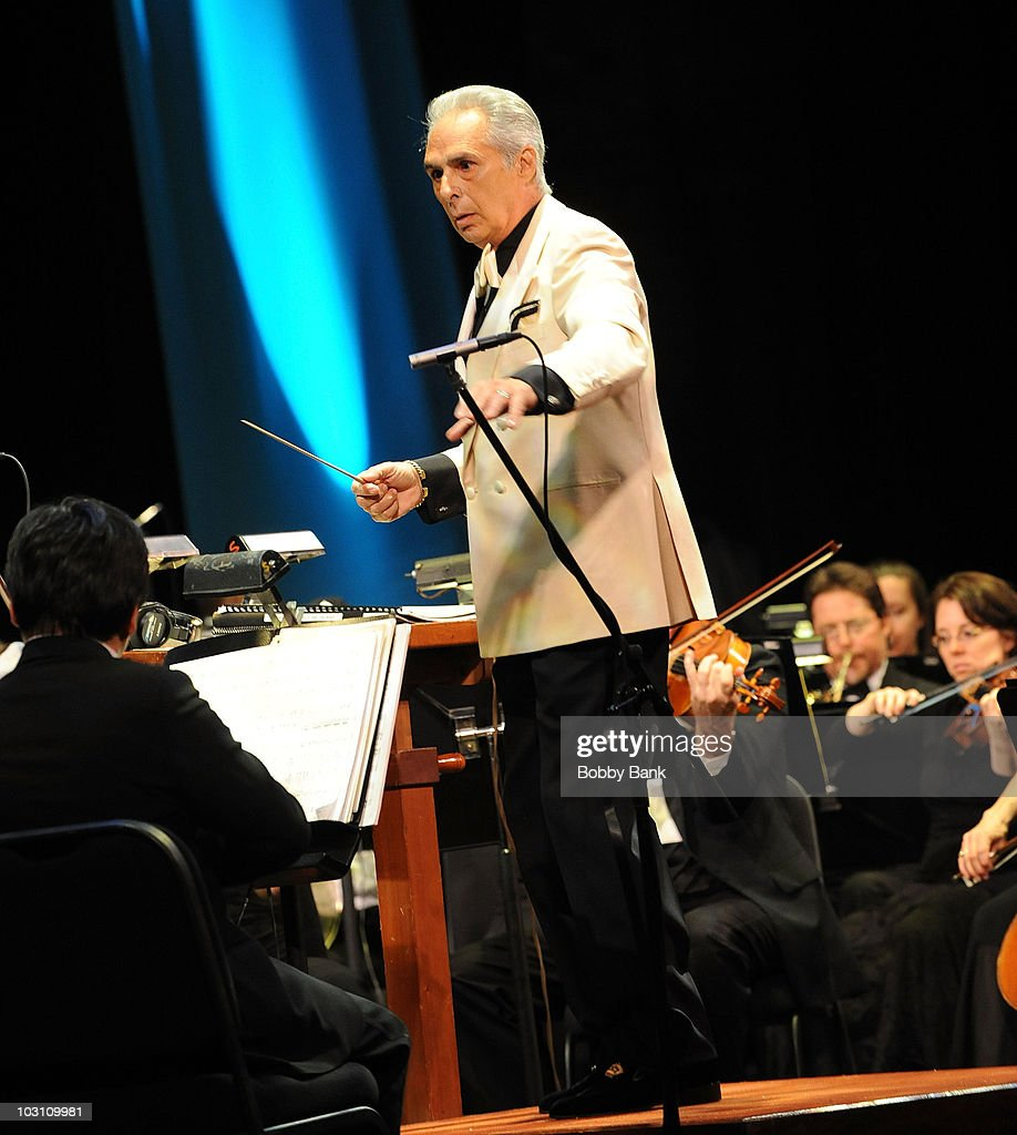 2009 Hollywood At The State Benefit Gala Concert : News Photo