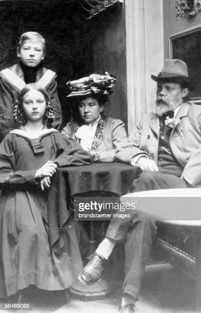 Composer Engelbert Huperdinck with his family in the coffehouse Greco Rome Photography Around 1910 [Der Komponist Engelbert Humperdinck mit seiner...