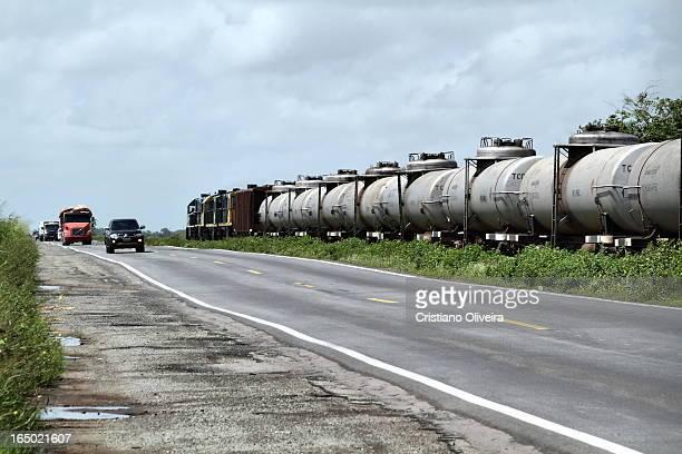 CONTENT] Composição da TLSA passando pelo perigoso trecho de Campo de Perizes logo antes de chegar na cidade de São Luís MA onde a BR 135 fica...