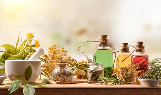 Composition of natural alternative medicine with capsules essence and plants 1192284372